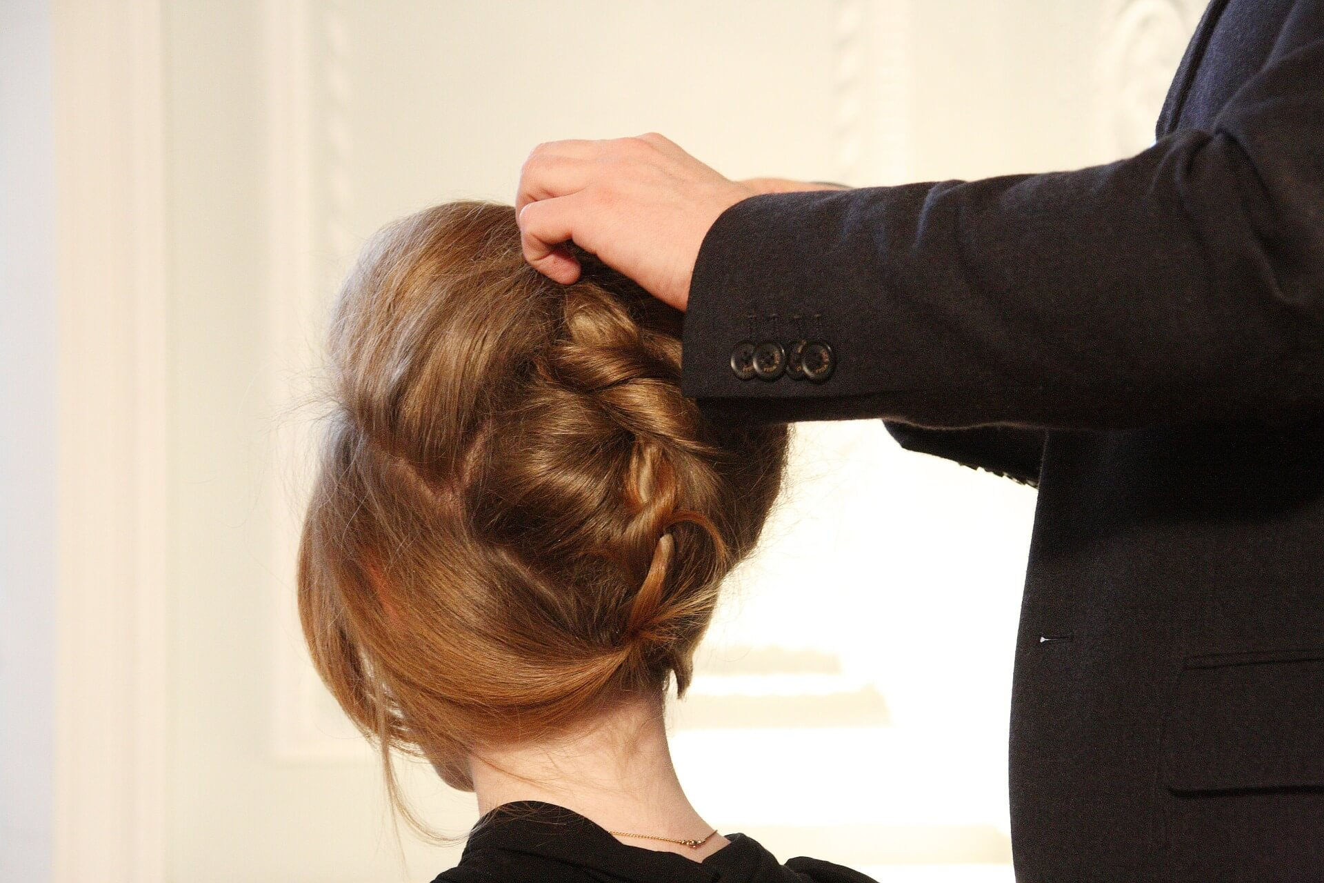 Mobile hairdresser can offer additional services for special events